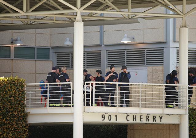 La policia estadounidense en la sede de Youtube durante el tiroteo del 3 de abril, 2018, San Bruno, EEUU