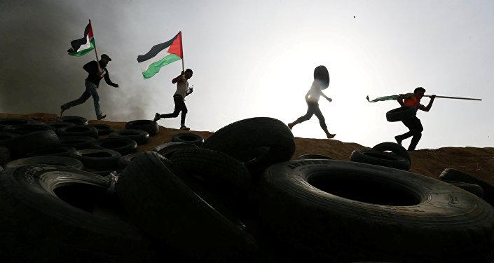 Tres palestinos muertos por fuego israelí tras intentar cruzar valla de Gaza