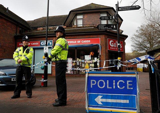 La Policía británica cerca del lugar del envenenamiento de los Skripal, Salisbury, Reino Unido
