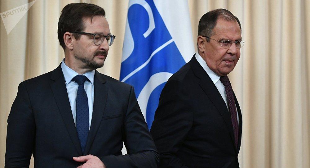 El secretario general de la OSCE, Thomas Greminger, y el ministro de Asuntos Exteriores de Rusia, Serguéi Lavrov (archivo)
