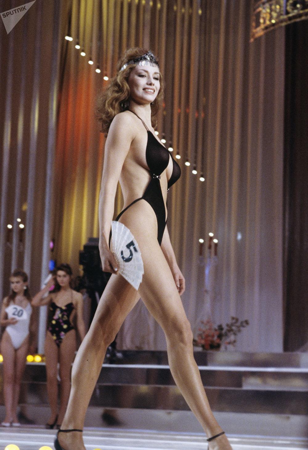 La ganadora del tercer lugar del Primer Concurso de Belleza Miss URSS 89, Ekaterina Mescheriakova, de la región de Perm.