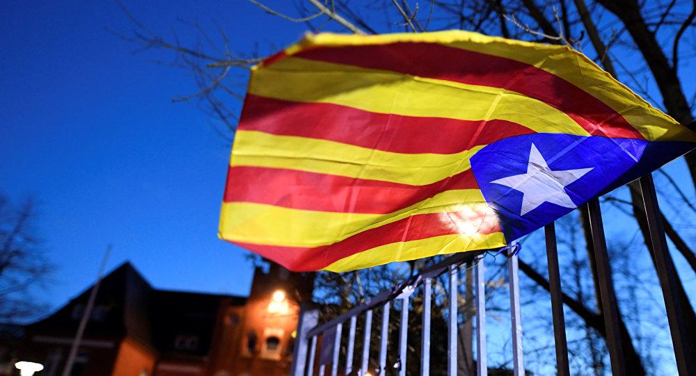 La bandera independentista catalana cerca de la prisión de Neumünster, Alemania