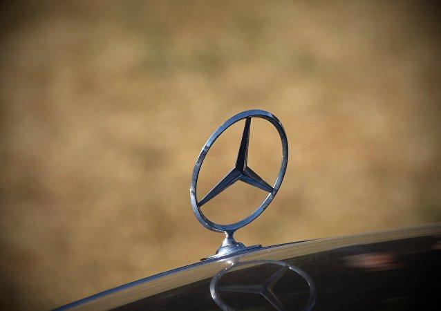 Mercedes-Benz (ilustración)