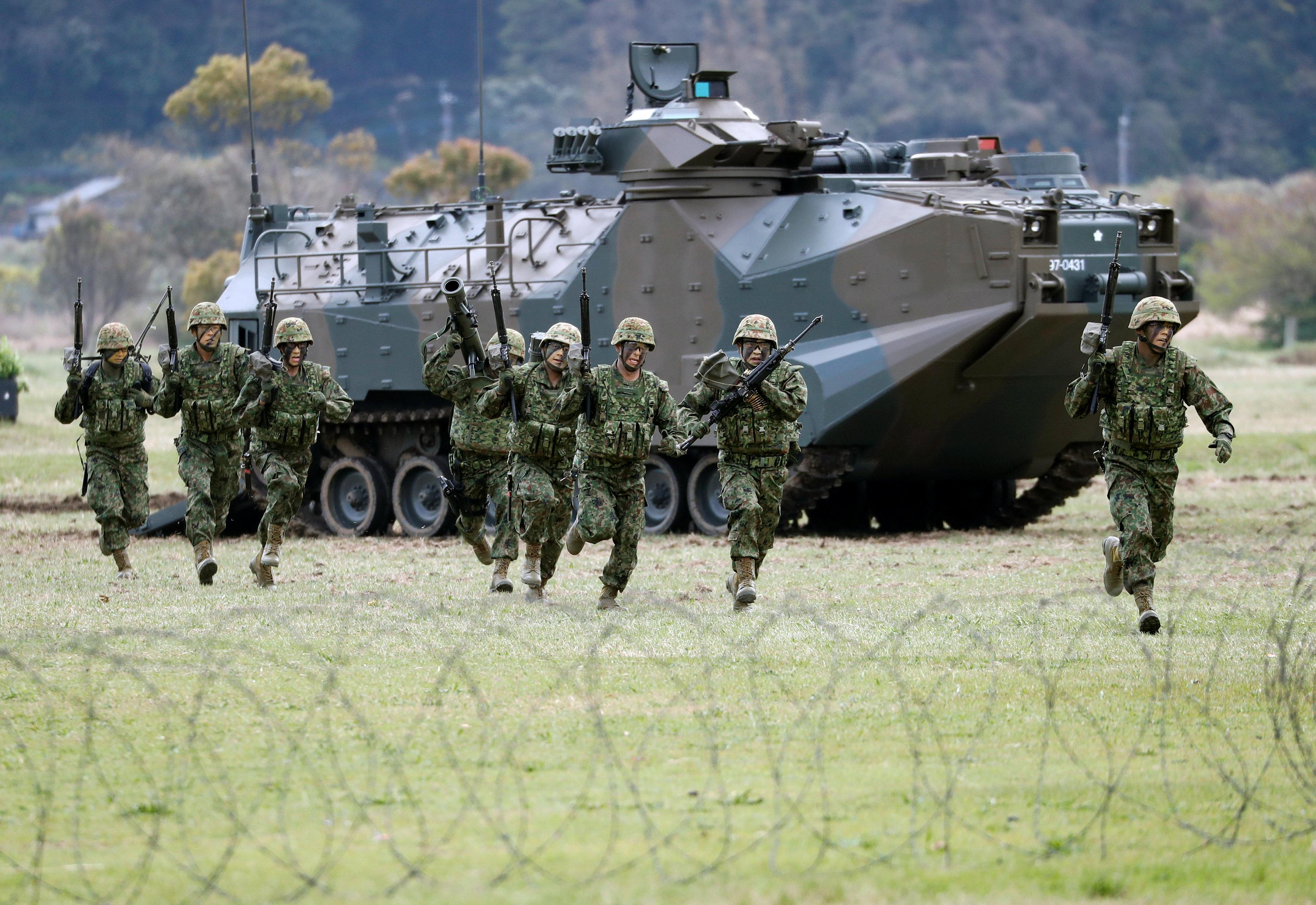 Marines japoneses en la base militar próxima a Sasebo, al suroeste de la isla de Kyushu