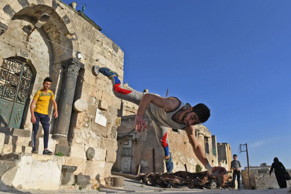 'Parkour' sobre las ruinas de Alepo