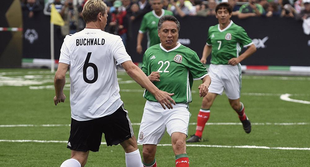 Manuel Negrete, futbolista mexicano