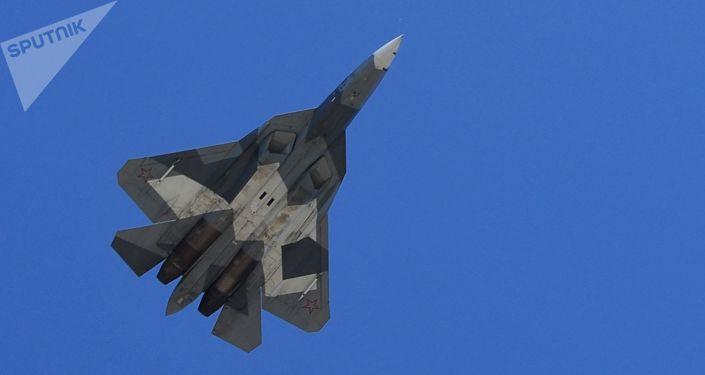 Los cazas polivalentes Su-57 también estuvieron presentes en el ensayo. El desfile del 2018 sobre la Plaza Roja será el primero que contará con la participación de estas aeronaves.