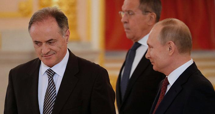 Ramiz Basic, embajador de Montenegro en Rusia, entrega sus credenciales diplomáticas en Moscú, Rusia, el 11 de abril de 2018