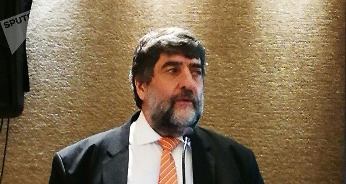 Ricardo Martínez,  gerente regional de SearchInform y jefe de la representación en Argentina, en la conferencia en Buenos Aires.