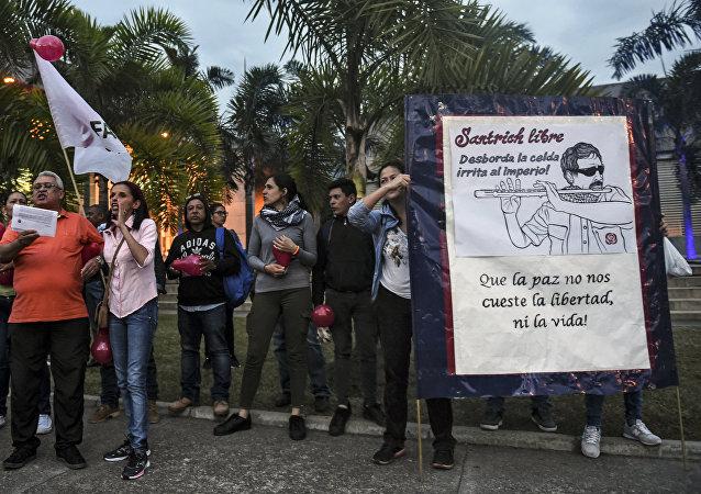 Los seguidores de FARC protestan contra la detención de Santrich