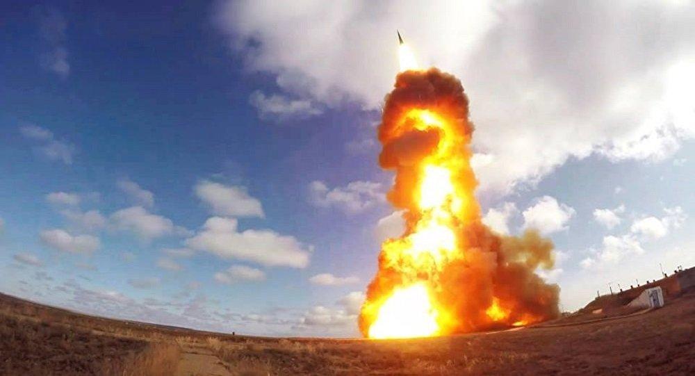 Lanzamiento de un proyectil de un sistema antimisiles ruso en el polígono de Sari Shagan (Kazajistán)