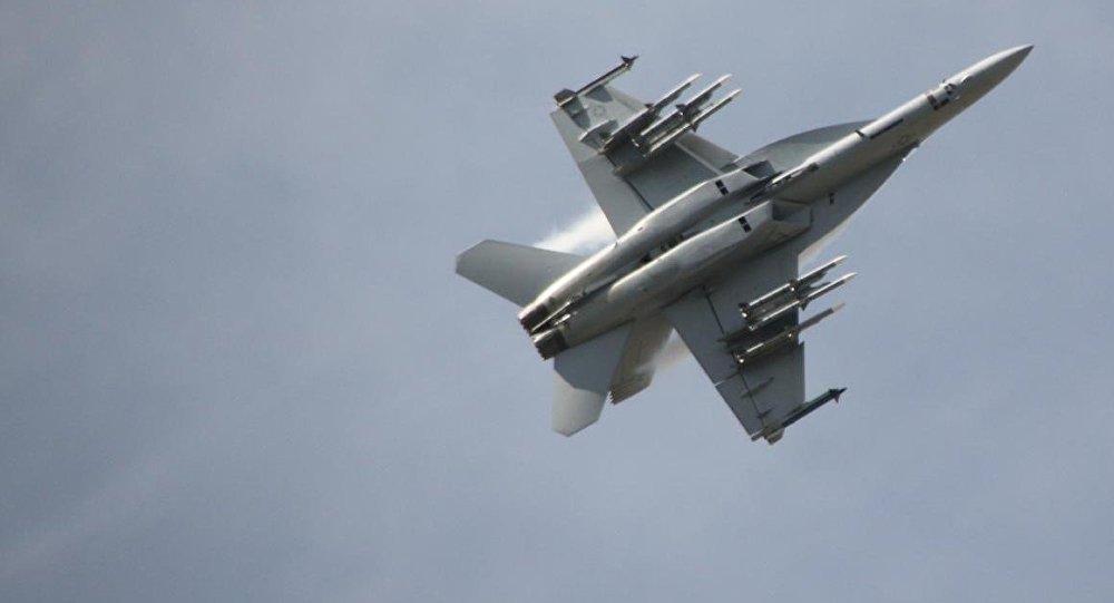Un cazabombardero estadounidense F/A-18E/F Super Hornet
