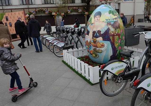 Un punto de alquiler de bicicletas en Moscú