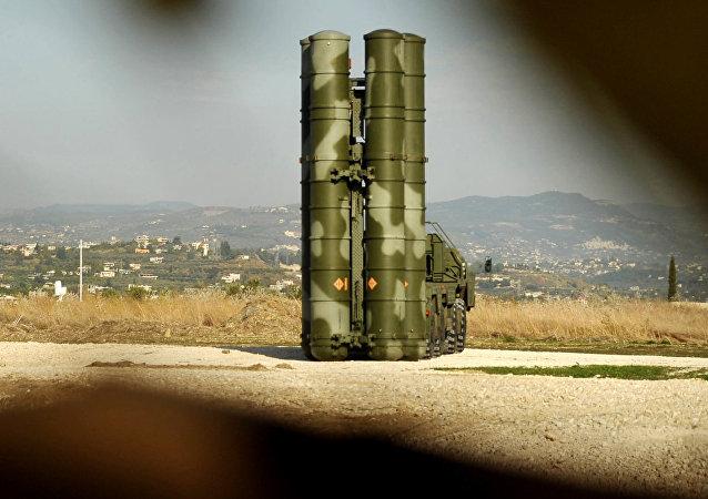 Lanzadera del sistema S-400 en el aeródromo de Hmeymim en Siria