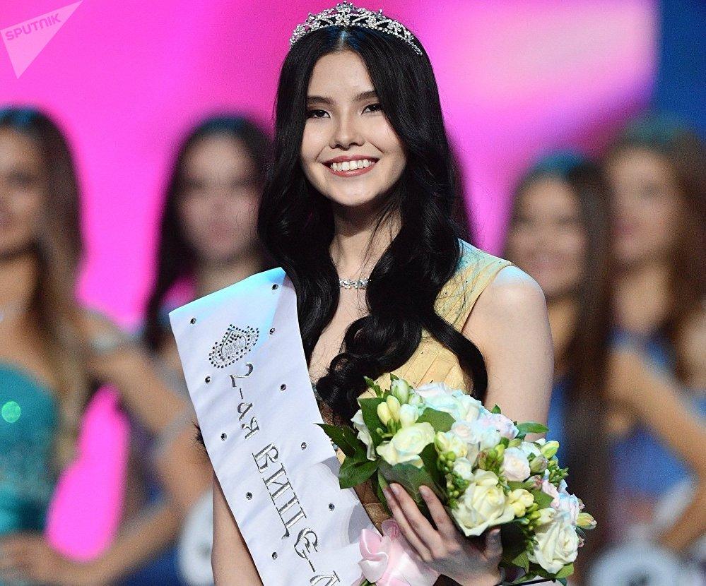 Una finalista del concurso Miss Rusia, Natalia Stróeva
