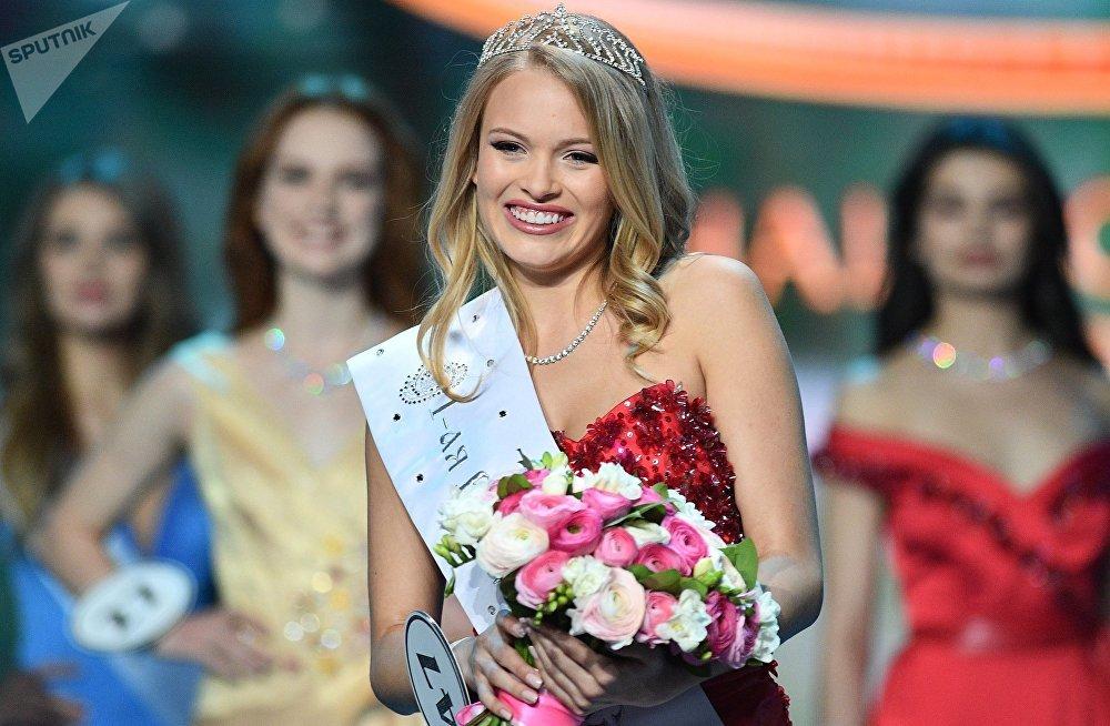 Una finalista del concurso Miss Rusia, Violetta Tiúrkina