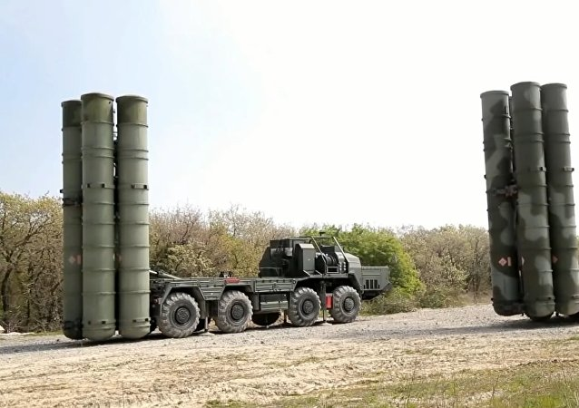 Rusia pone en alerta los sistemas S-400 del Distrito Militar Sur