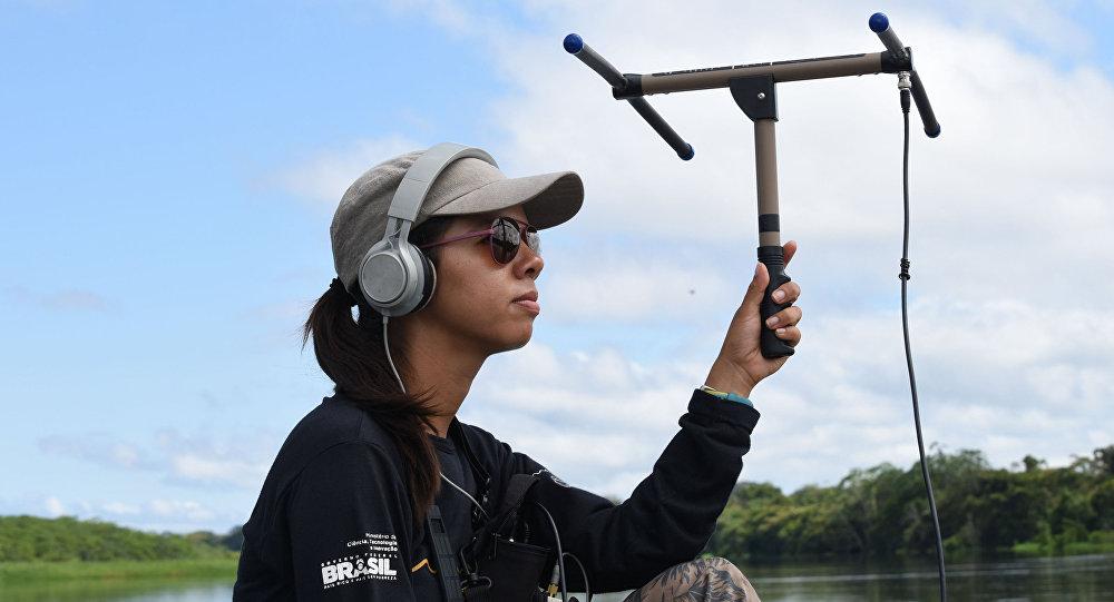 La bióloga mexicana, Wezddy del Toro Orozco, explora los secretos de la Amazonía