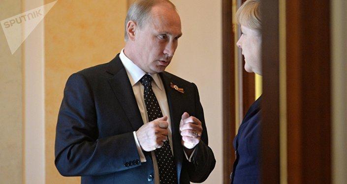 El presidente de Rusia, Vladímir Putin y la canciller de Alemania, Angela Merkel (archivo)