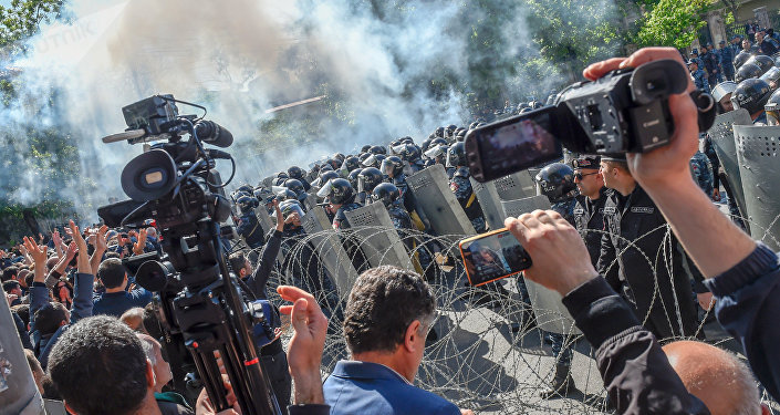 PM de Armenia recién elegido renunciará tras días de protestas — AMPLIACION