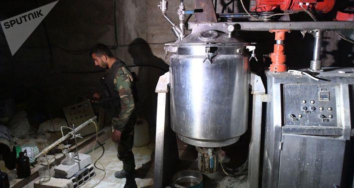 El laboratorio clandestino de los grupos combatientes que producían sustancias tóxicas y explosivos en el sótano de una de las casas en Duma.