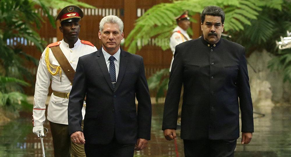 Asumió un nuevo presidente, pero Castro sigue