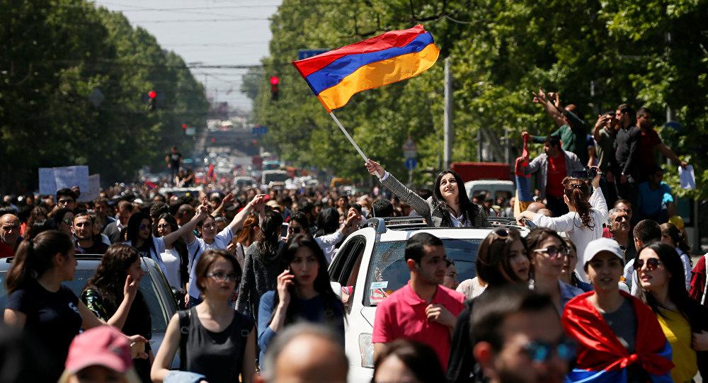 Una marcha de los partidarios de la oposición en Armenia