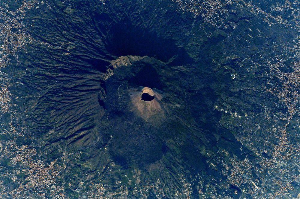 La Tierra, vista desde la ventana de la Estación Espacial Internacional