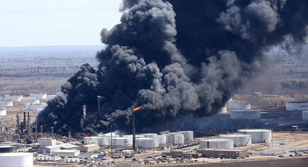 Explosión en una refinería de Superior, Wisconsin