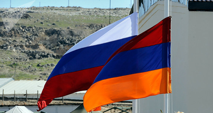 Banderas de Rusia y Armenia