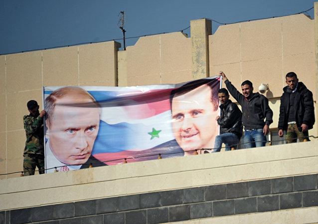 Manifestación de los estudiantes de la Universidad Baas en apoyo de las operaciones aéreas rusas en Siria