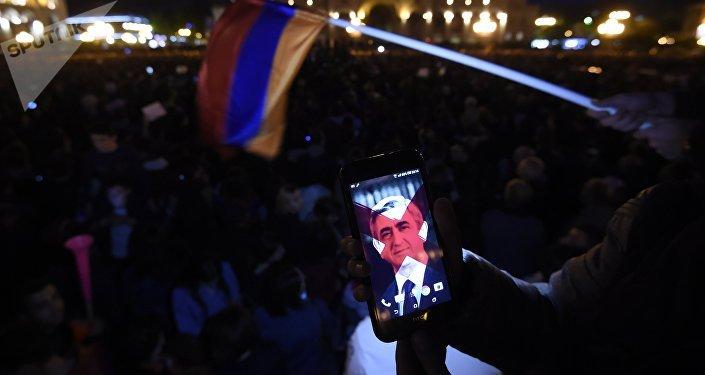 El partido gobernante en Armenia anuncia que apoyará candidatura del líder opositor