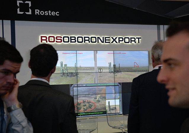 Logo de Rosoboronexport en una exposición militar (archivo)