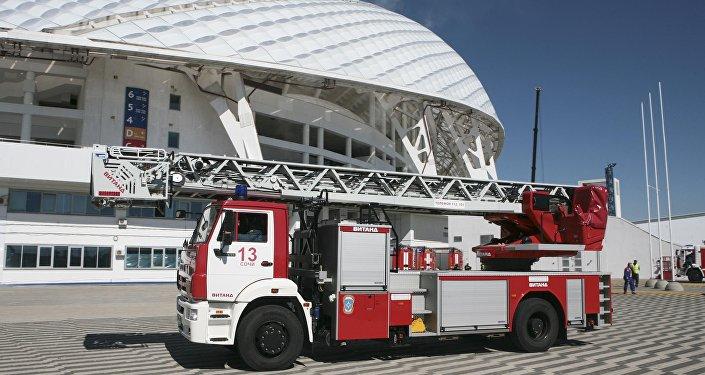 Un equipo de extinción de incendios en Sochi, Rusia