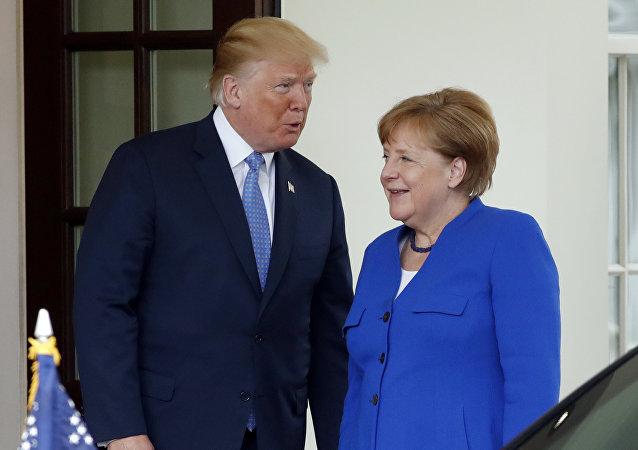 El presidente de Estados Unidos, Donald Trump, y la canciller alemana, Angela Merkel (archivo)