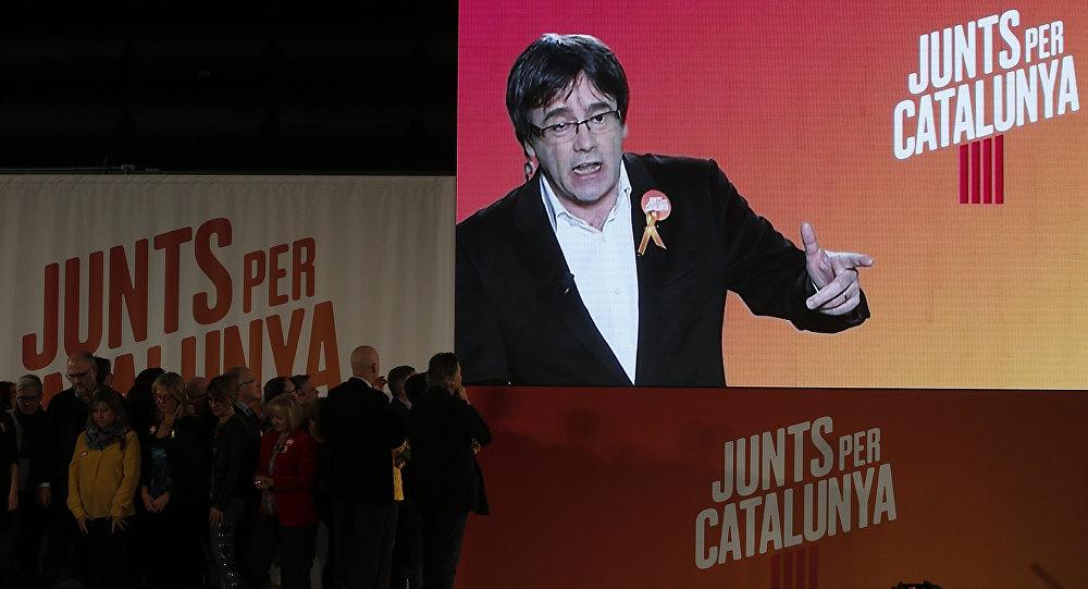 El expresidente del Gobierno catalán, Carles Puigdemont, en la pantalla