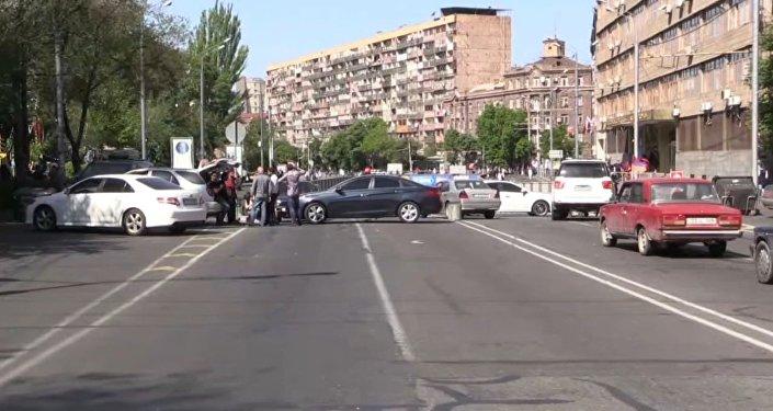 Protestas en Armenia: bloqueo de calles, ministerios y transporte