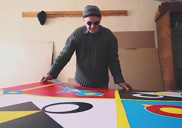 Increíble pero cierto: un artista ciego crea pinturas geométricas
