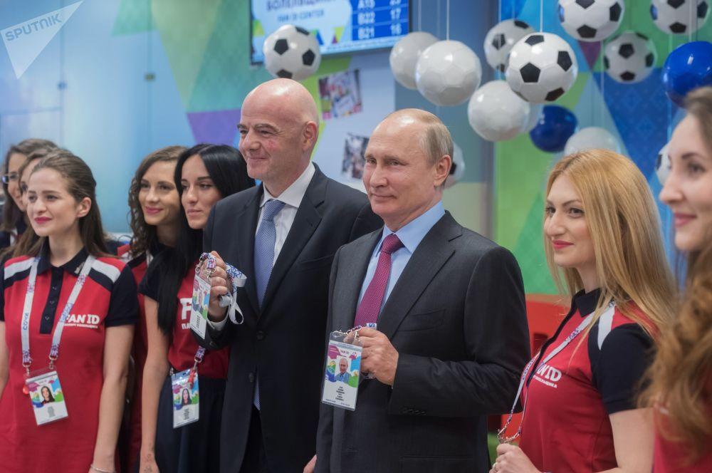 Listo para el Mundial: Putin recibe su pasaporte de hincha