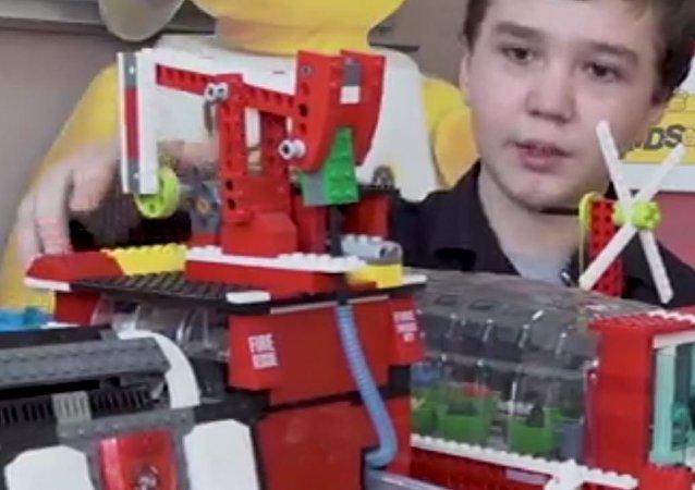 Un escolar ruso construye un reactor nuclear con piezas de LEGO