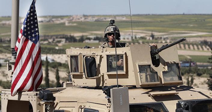 Soldado estadounidense en Manbij, Siria, 4 de abril de 2018