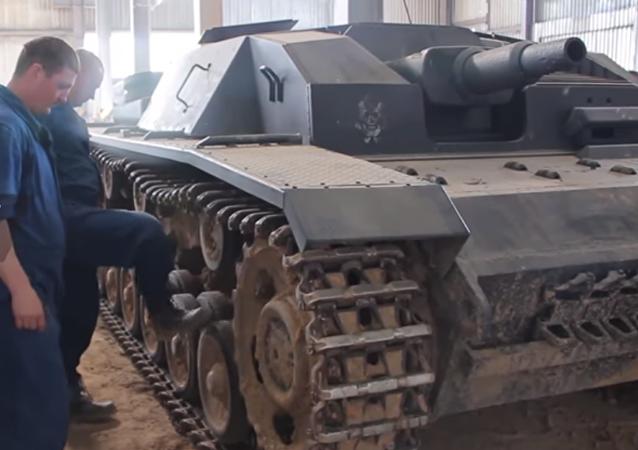 Así restauran blindados de la Segunda Guerra Mundial los 'cazadores de tanques'