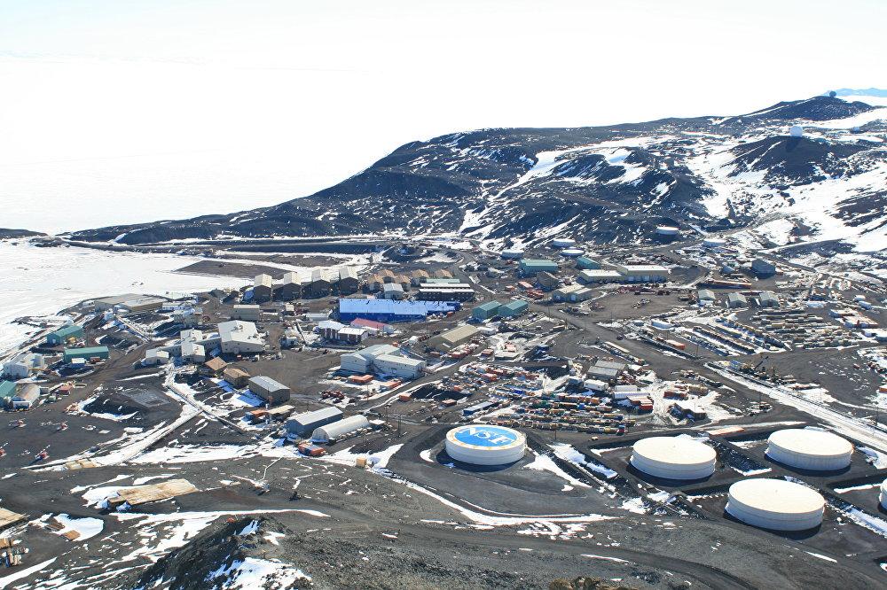 Vista general de la base McMurdo desde el Observation Hill