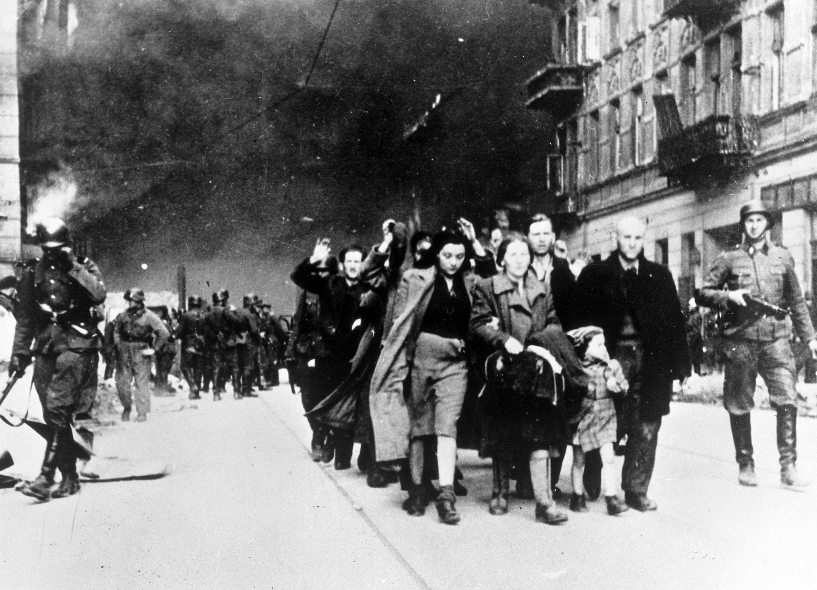 Los habitantes del gueto de Varsovia son enviados al campo de concentración de Treblinka, 1942