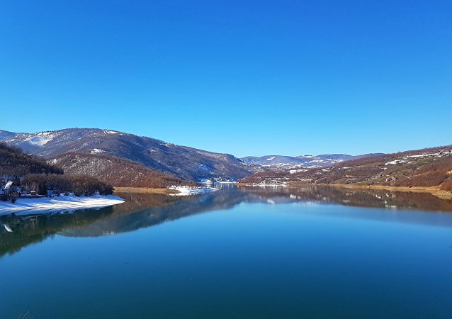 Lago artificial de Gazivode