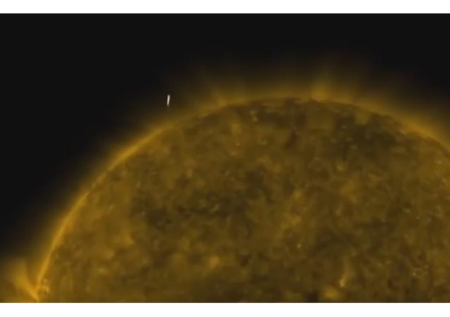 ¿Vuela una nave alienígena cerca del Sol?