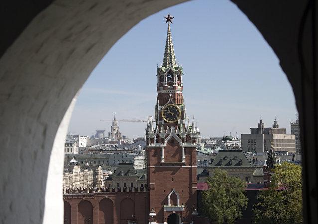La torre Spasskaya del Kremlin de Moscú (imagen referencial)