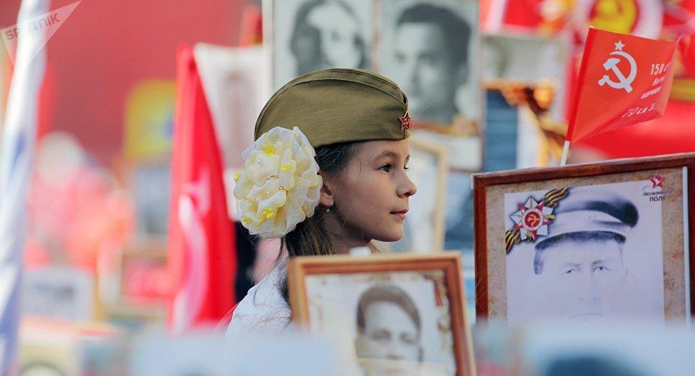 El Regimiento Inmortal marcha por Moscú