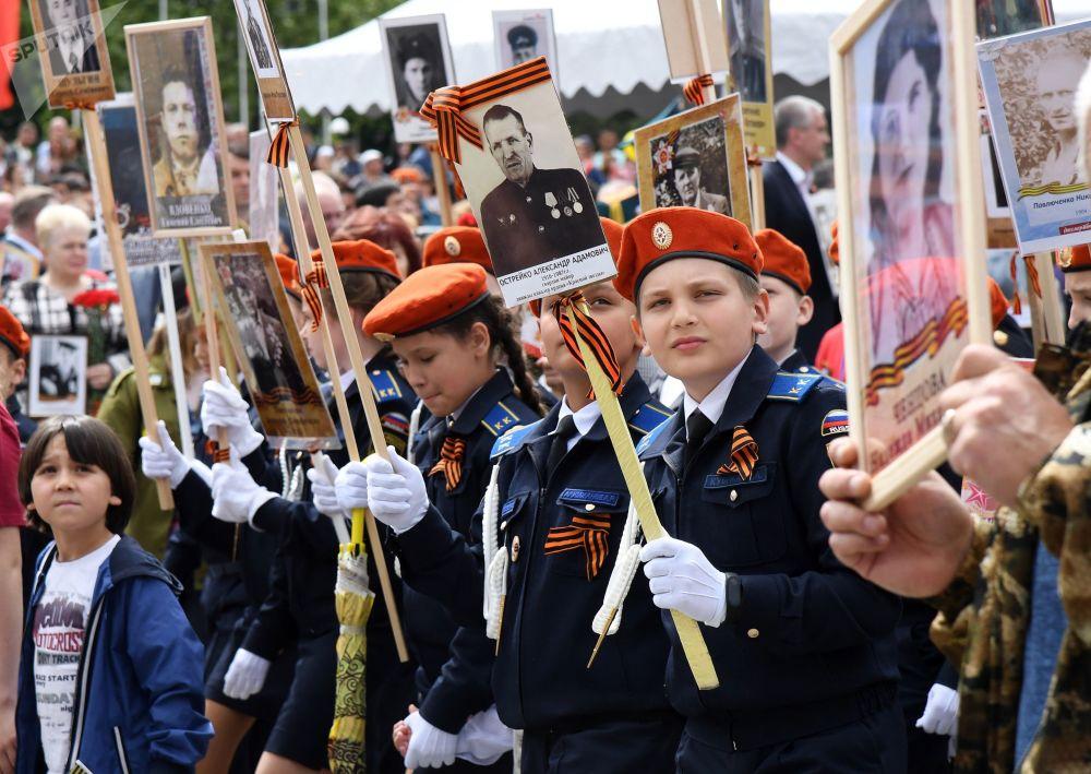 El Regimiento Inmortal reúne millones de personas alrededor del mundo