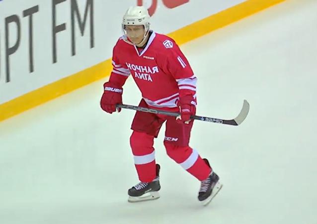 Un presidente sobre hielo: así se lució Putin durante un partido de hockey